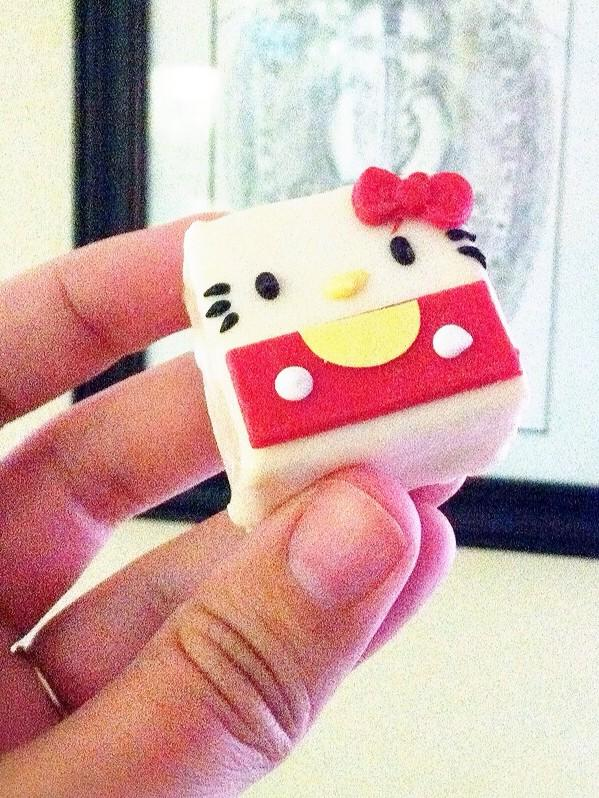 Hello Kitty Petit Four
